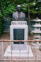 渡辺一雄翁の像